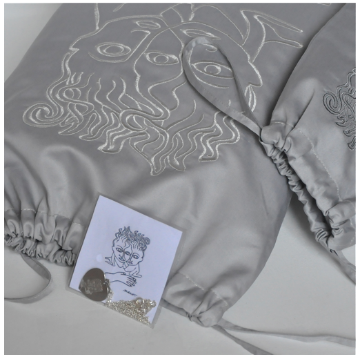 Grand et petit sacs gris argenté + bijou argenté